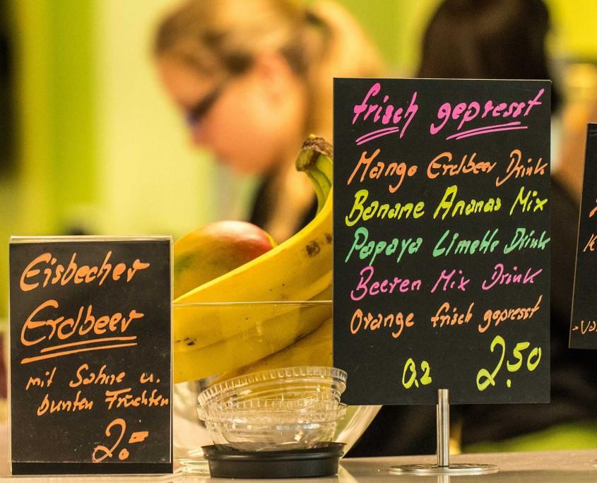 Cafeteria UB Schilder nah