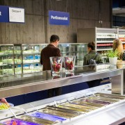 Mensa Reutlingen innen Salatbüffet